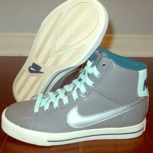 NIKE WMNS CLASSIC HIGH SHOES US SIZE 8 GRAY